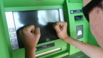 Лайфхак, что делать если банкомат съел карту Сбербанк — решение