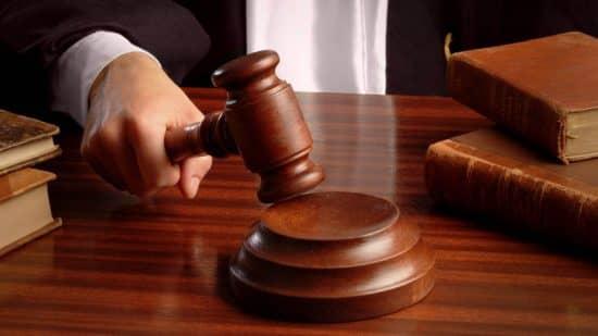 снять арест с арестованного судом счета