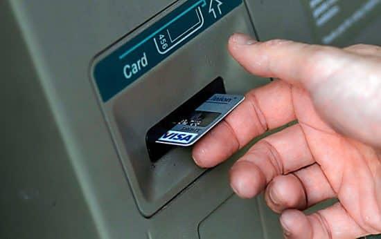 Нестандартно забрать карту из банкомата Сбербанка